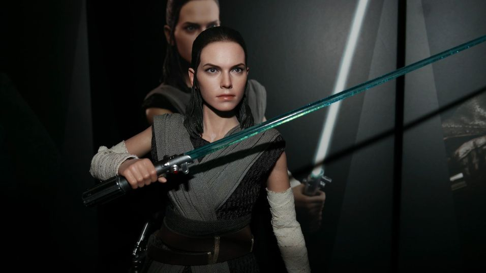 Hot Toys Review | Rey (Jedi Training) – Star Wars: The Last Jedi (MMS446)