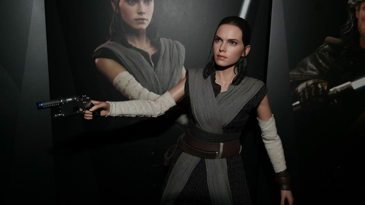 Star Wars Hot Toys Rey (Jedi Training) Review 17