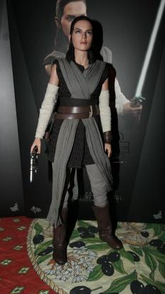 Star Wars Hot Toys Rey (Jedi Training) Review 18