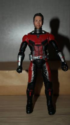 Marvel-Legends-Ant-Man-Review-10
