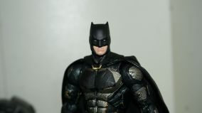 FOTF Justice League Bruce Wayne Medicom Toy Mafex Review 12