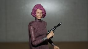Star Wars The Black Series Vice Admiral Holdo Review 3