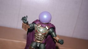 Marvel Legends Review Mysterio (Spider-Man Far From Home) 7