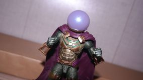 Marvel Legends Review Mysterio (Spider-Man Far From Home) 8