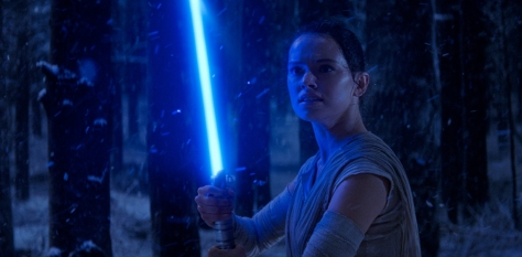 star-wars-force-awakens-rey-lightsaber